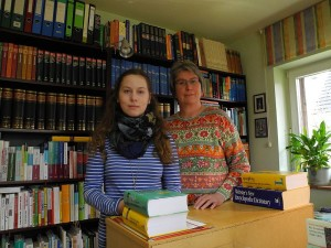 Ein gutes Team: Schülerpraktikantin Viktoria mit ihrer Mentorin Susanne Wasmuth