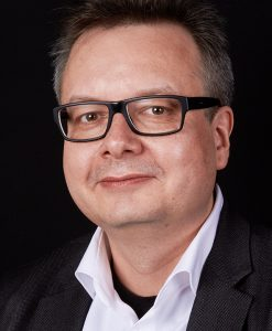 Professor für Verbale Kommunikation/ Multimediale Sprachgestaltung/Language in Media and Design an der Fakultät Design der Technischen Hochschule Georg Simon Ohm in Nürnberg