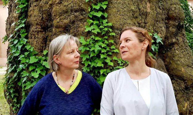 Die Sprecherinnen der VFLL-RG Freiburg Dore Wilken und Kerstin Schuster